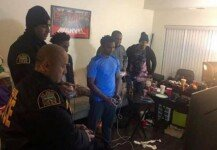 얼마나 재미있길래… 신고받고 출동한 경찰도 함께 게임을?