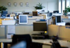 """직장인 76% """"주당 근로시간, 너무 많아… 단축해야해"""""""