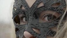배트걸이 실존 인물?…러시아 소녀의 위험한 취미 생활