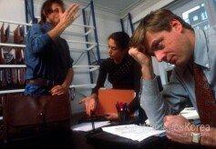"""""""잦은 야근""""… 직장인 절반, 현재 직무에 '만족 못해'"""