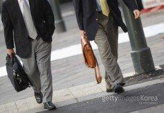 직장인 2명 중 1명, 본모습 숨기고 직장생활
