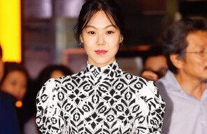 '미국에서 홍상수와 결혼설' 행방 묘연했던 김민희, 17일 홀로 귀국!