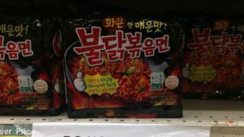 """""""아이들에 비추천!""""… 해외서 판매 중인 불닭볶음면 경고문"""