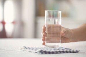 """""""물 한 잔 드시고 가세요""""…택배 기사에 생수 제공하는 아파트"""