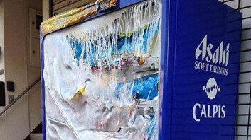 """""""얼마나 덥길래…"""" 폭염으로 녹아내린 자판기, 알고 보니"""