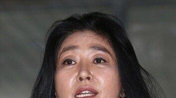 """김부선 """"이재명 때문에…내 딸 해외로 쫓겨나"""" 주장"""