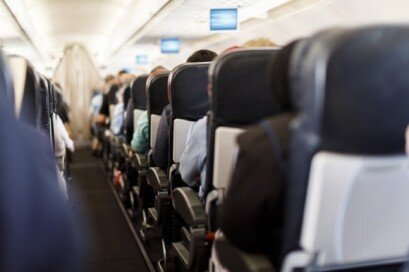 """""""의자 앞으로 당겨 달라""""… 비행기 등받이 논쟁, 어떻게 생각하나요?"""