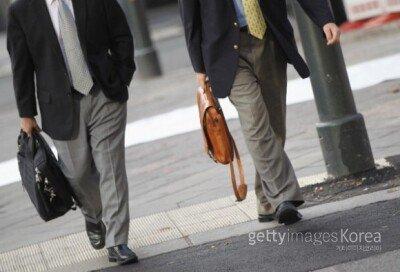 출근 시간 '몇 분 전에' 회사 도착하나요?