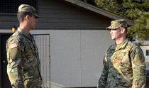 在驻韩部队重逢的美军父子兵