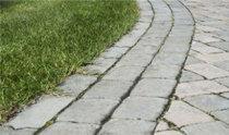 废塑料变成环保铺路石重生