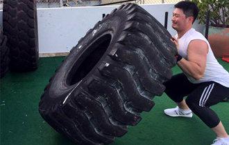 """拥有健壮体型的吴升桓痴迷肌肉运动正逐渐成为""""绿巨人"""""""