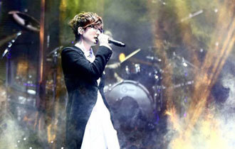 Pop icon Seo Tae-ji to hold concert with Bangtan Sonyeondan