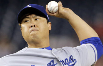 Ryu performs flawless pitching before hitting snag
