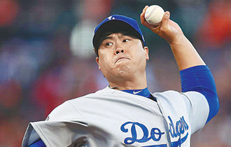 Ryu Hyun-jin to start Game 2 in the NL Championship Series
