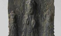 襄陽で国宝級の金銅三尊仏出土、高さ8.7センチ…三国時代に製作推定