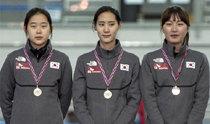 女子代表がチームスプリントで金メダル、スピードスケートW杯第2戦