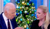 バイデン元米副大統領、脳腫瘍のマケイン上院議員の娘を慰める