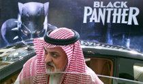 「ブラックパンサー」に歓声を上げたヒジャーブ…サウジで35年ぶりにオープンした商業映画館で上映