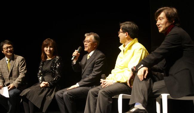 7년 전 나란히 앉은 문재인·조국·공지영