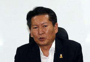 """정청래 """"문재인 대통령<br>시대, 눈물나"""""""