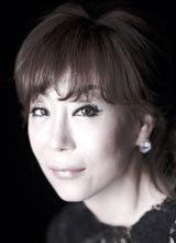 女高音歌唱家曹秀美的歌聲浸潤秋夜的順天灣庭園