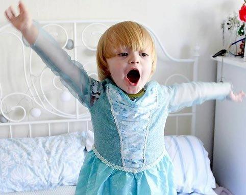 """""""爲什麽男人不能進行公主體驗"""",巴黎迪斯尼樂園向三歲男孩諾亞""""舉手投降"""""""