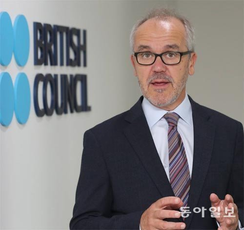 """駐韓英國文化院院長弗萊爾:""""如果回英國的時候只能帶走一樣東西,那就是韓國陶瓷"""""""
