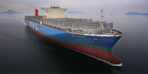 三星重工业建成世界最大集装箱船