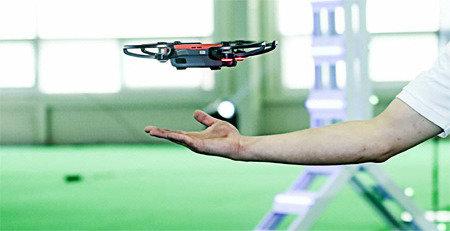 重300克 手势操纵 能够自拍 中国大疆发布 Spark无人机