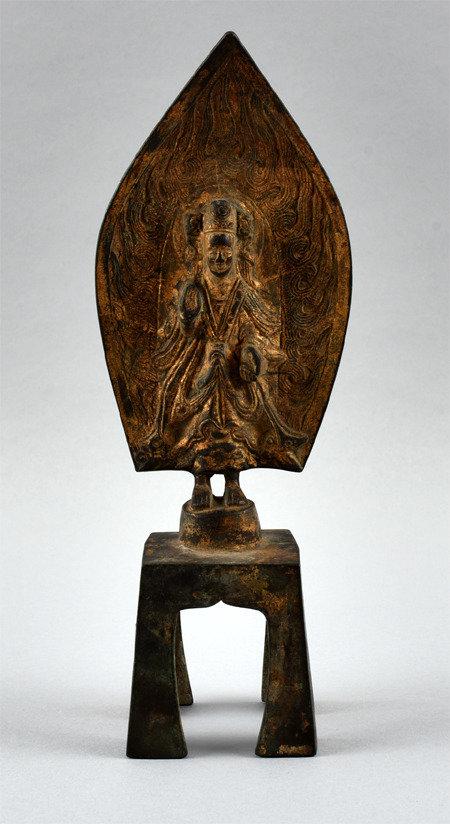 国立庆州博物馆决定对光复后从日本人手中没收的2600多件文物展开真伪鉴定