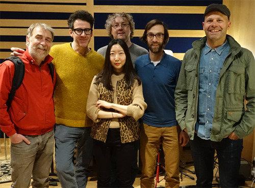 """苏格兰知名乐团""""Belle & Sebastian""""的成员们以演奏者的身份参与OOHYO新歌《蒲公英》的录制"""