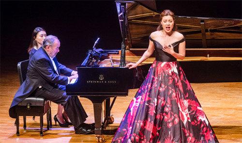 歌赛女王和伴奏皇帝的梦幻舞台