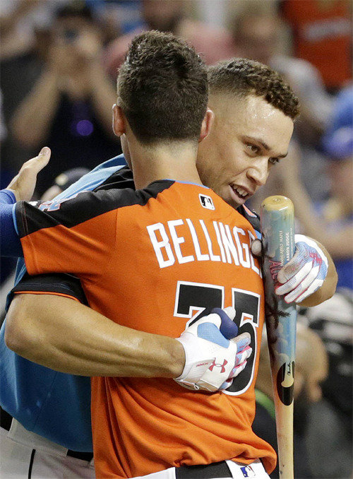 """纽约洋基队的""""怪物新人""""艾伦-泽基接管MLB全明星赛本垒打大赛"""