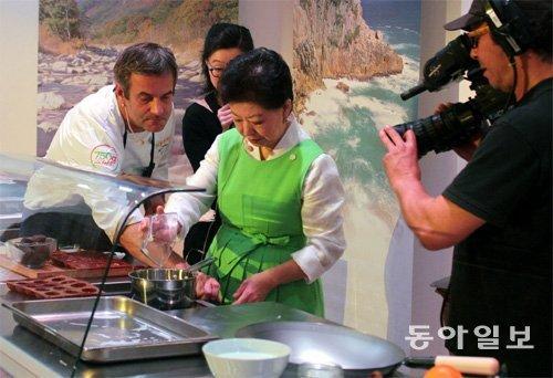"""把野菜九折坂全吃光的巴黎人竖起大拇指,""""Taste of Korea""""在巴黎举行"""