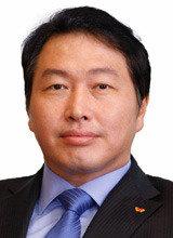SK集团会长崔泰源会见越南总理,商讨参与越国营企业民营化