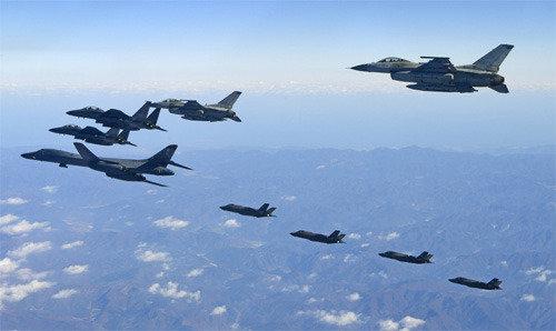 美军B-1B时隔一个月再次出击韩半岛,实施打击北韩导弹发射车辆的演习