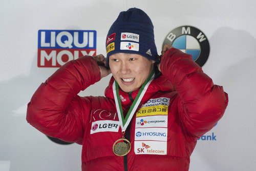 """为了平昌冬奥会放弃""""世界第一""""的韩国俯式冰橇第一人尹诚彬"""