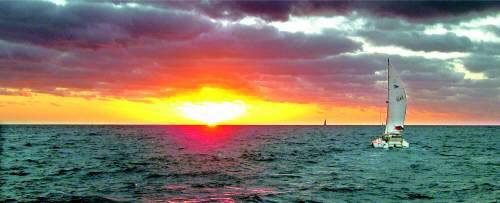大海日出帆船手绘