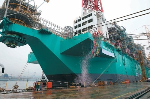 Daewoo unveils world's 1st floating LNG factory : The DONG-A ILBO
