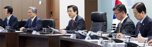 Acting President Hwang calls NSC at base bunker