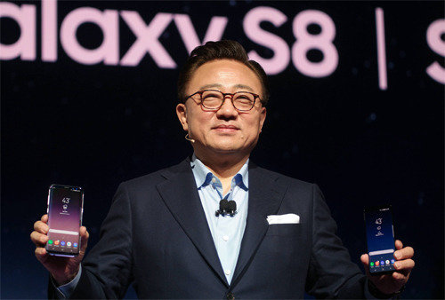 Samsung finally unveils Galaxy S8