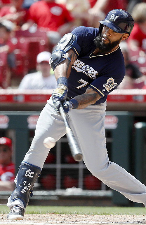 Eric Thames hits homers in 5 consecutive games to rank atop in MLB