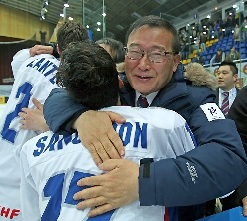 Halla Group chairman behind the victory of Korean men's ice hockey team