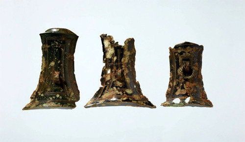 Bronze split bamboo-shaped artifacts open to public
