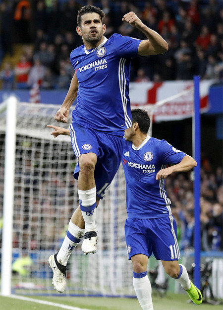 Chelsea closes in on Premier League title