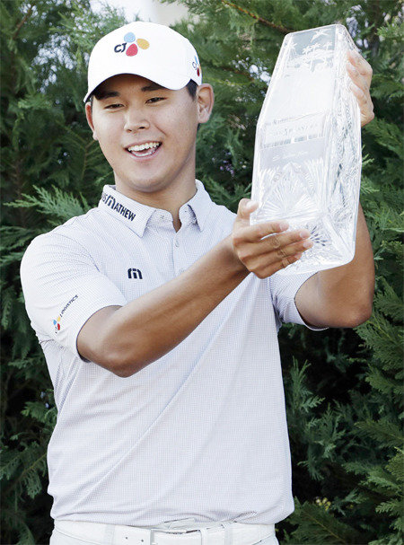 Kim Si-woo becomes youngest ever to win Players Championship