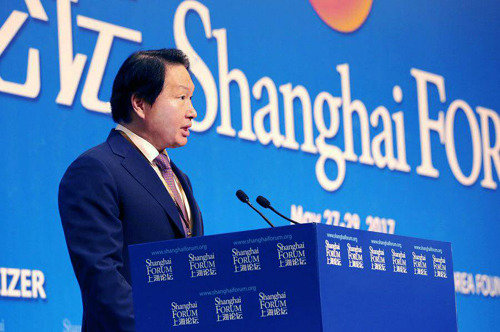 SK Chairman Chey Tae-won stresses 'social values' in China