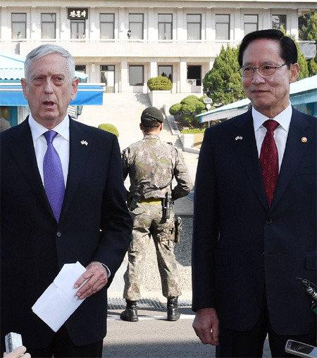 'Our goal is not war,' says James Mattis at Korean DMZ