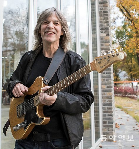 Interview with guitarist Mike Stern at Jarasum jazz festival