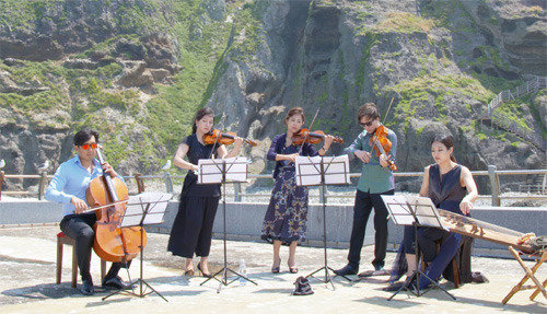 What is the color of Dokdo in the form of music?